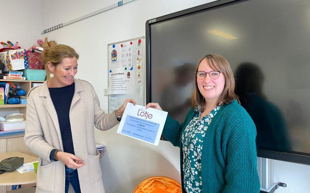 Groen van Prinstererschool overhandigt cheque